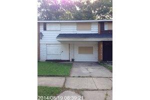13725 S Parnell Ave, Riverdale, IL 60827