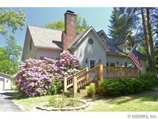 1064 Hatch Rd, Webster, NY 14580