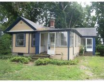 8 Eastern Ave, Deerfield, MA 01373