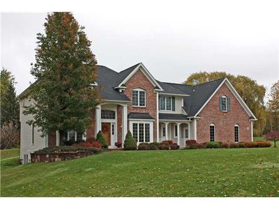 16 Chantilly Ln, Penfield, NY