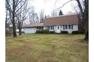 32 Juniper Rd, Windsor, CT 06095