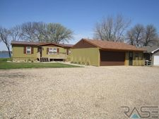 614 Best Point Dr, Madison, SD 57042