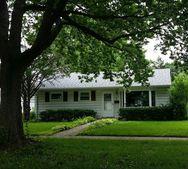 29 N Roslyn Rd, Westmont, IL 60559