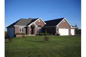 9701 Country Knolls Dr, Roscoe, IL 61073
