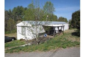 599 Deerfield Ln, Somerset, KY 42501