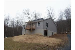 579 Crosswoods Dr, Fort Valley, VA 22652