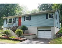 825 Grove St, Worcester, MA 01605