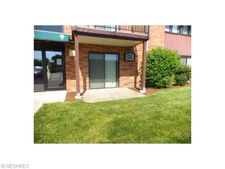 23885 David Dr Unit 115, North Olmsted, OH 44070