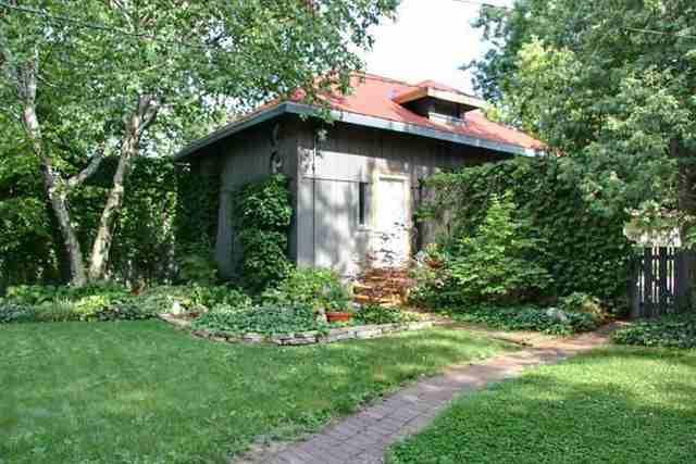 1323 E Grove St, Bloomington, IL 61701 - realtor.com®