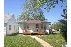426 E 14th Ave, Hutchinson, KS 67501