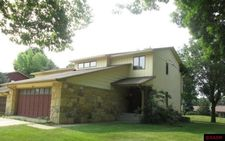 1627 James Dr, North Mankato, MN 56003