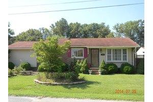 105 Westover Dr, Roanoke Rapids, NC 27870