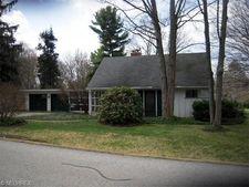 119 Mapleridge Rd, Chagrin Falls, OH 44022