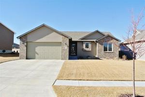 8020 Bellagio Dr, Lincoln, NE 68516
