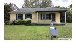 720 Green Acres Dr, Talladega, AL 35160