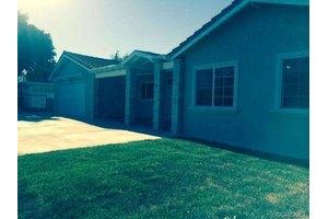 10827 Saticoy St, Sun Valley, CA 91352