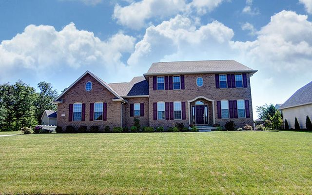 16058 Forest Lake Dr, Findlay, OH 45840