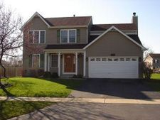 324 Forest Dr, Crystal Lake, IL 60014