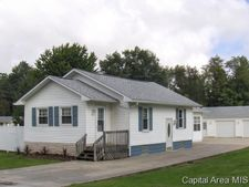 1113 W Russell St, Taylorville, IL 62568