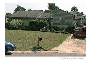 9110 St Michaels Ln, Charlotte, NC 28227