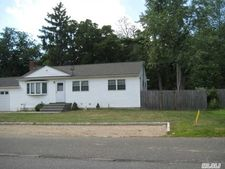 68 Jefferson Ave, Brentwood, NY 11717