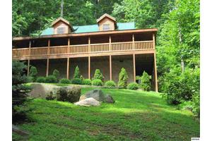 2615 Black Bear Ln, Sevierville, TN 37876