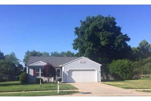 1701 Village Cir, Mishawaka, IN 46545