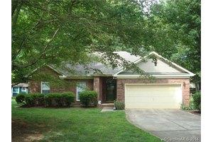 5453 Oak Dr, Charlotte, NC 28216