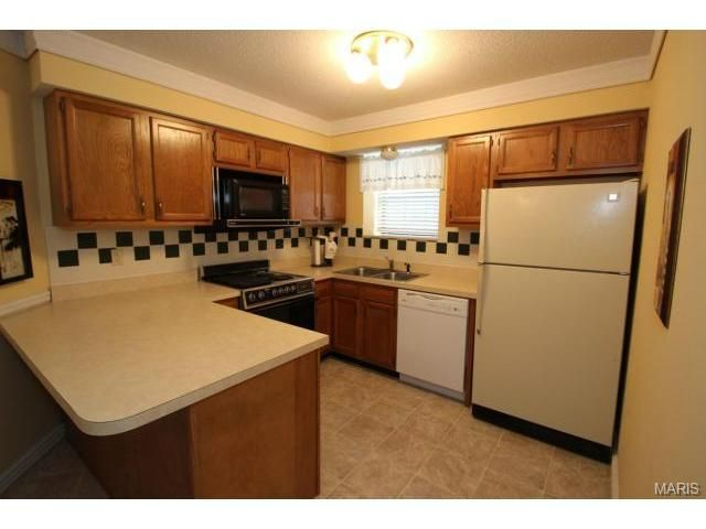 12998 Kings Canyon Dr Apt D, Maryland Heights, MO 63043