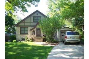 319 W Calhoun St, Woodstock, IL 60098