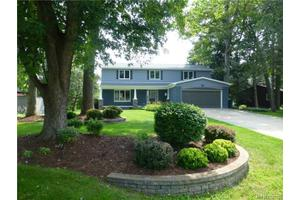 2907 Walmsley Circle Dr, Orion Twp, MI 48360