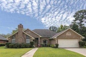 311 Lakewood Dr, Longview, TX 75604