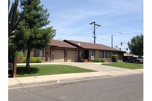 4153 E Verrue Ave, Fresno, CA 93702