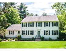 286 Raleigh Tavern Ln, North Andover, MA 01845