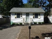 90 Denton St, Patchogue, NY 11772