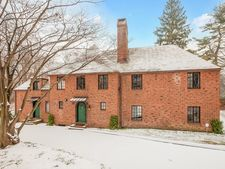 925 Forest Rd, New Haven, CT 06515