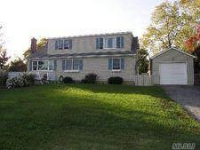 121 Godfrey Ave, Bayville, NY 11709