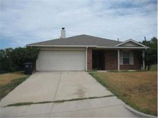 6308 Over Lake Dr, Fort Worth, TX 76135