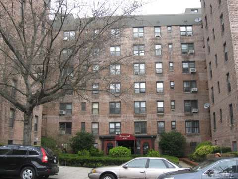 83-15 98 St Apt 4G Woodhaven, NY 11421