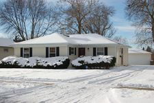 826 S Grove Ave, Barrington, IL 60010