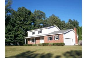 31 Country Fair Ln, Glenville, NY 12302