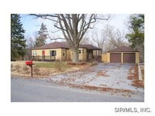 9915 North Rd, Fairview Heights, IL 62208