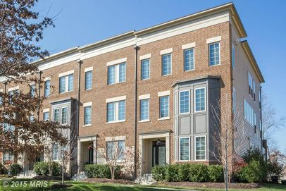 22864 Goldsborough Ter, Ashburn, VA 20148