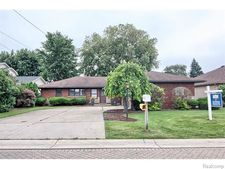 48372 Harbor Dr, Chesterfield Township, MI 48047