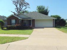 1143 Woodlands Park Dr, Lindale, TX 75771