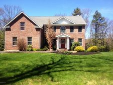 6155 Starlight Ct, Swiftwater, PA 18370