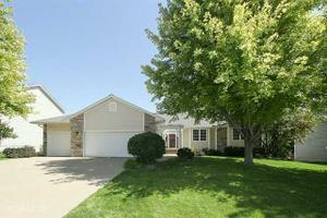 7089 Ridgedale Ct, Johnston, IA 50131