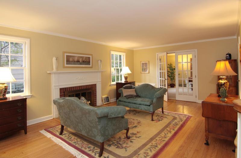 Elegant 8 Stoney Hill Pl, Livingston, NJ 07039