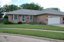 1008 Sunset Ter, Rochelle, IL 61068