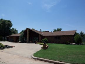 Photo of 520 N West St, Cordell, OK 73632